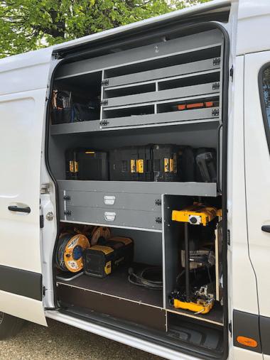 Aménagement utilitaire meuble porte latéral