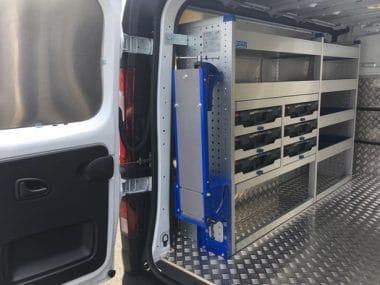 Aménagement utilitaire aluminium établi rabattable