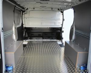 Habillage utilitaire plancher aluminium parois contreplaqué