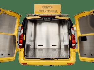 Véhicule guidage convoi exceptionnel utilitaire